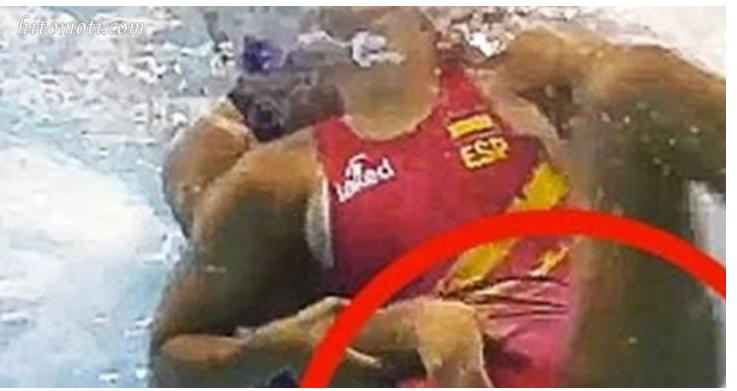 『水球』の水面下を覗いてみたら、まさに「水中の格闘技」だった!掴む・蹴るの他に『引っ張り合う』!さすがにコレはアグレッシブすぎて放送できないww