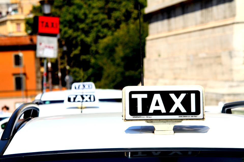 【衝撃】タクシーに乗ったらメーターがすごいスピードで上がってく!「録画します!」と言った結果…www