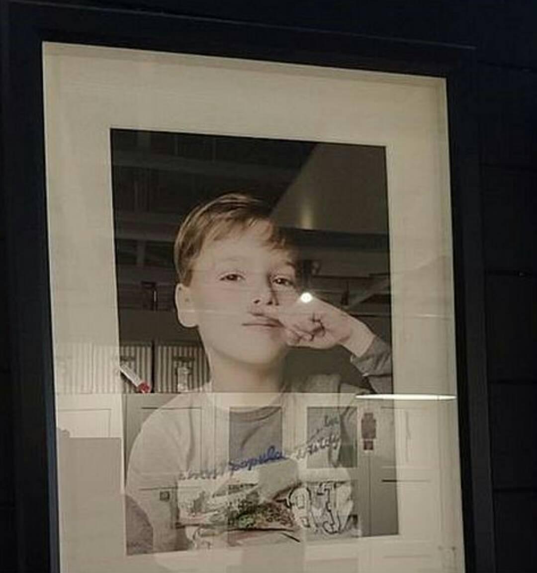 """""""この写真はなんだ!!""""!?  IKEAに飾られた1枚の少年の写真に非難殺到、大炎上! → その写真を撤去する緊急事態に。その理由が衝撃的。。。"""