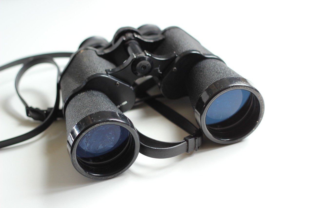 binoculars-354623_1280