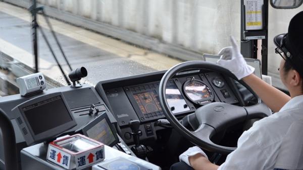 「歳より扱いするな!」バスの運転手に言い放ったお婆さんに対し、運転手の返しが正論すぎた