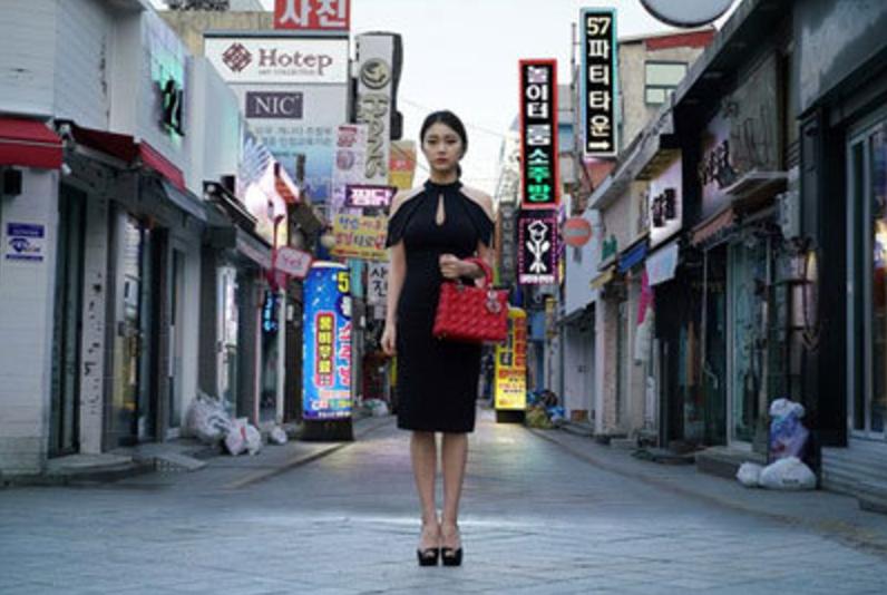 写真に写った韓国人女性に世界中から批判殺到!!その理由が最低すぎる・・・
