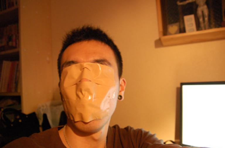 【※驚愕】半年間、口にテープを貼って寝た結果→整形するより効果が出て顔面がすごいことに・・・(※画像あり)