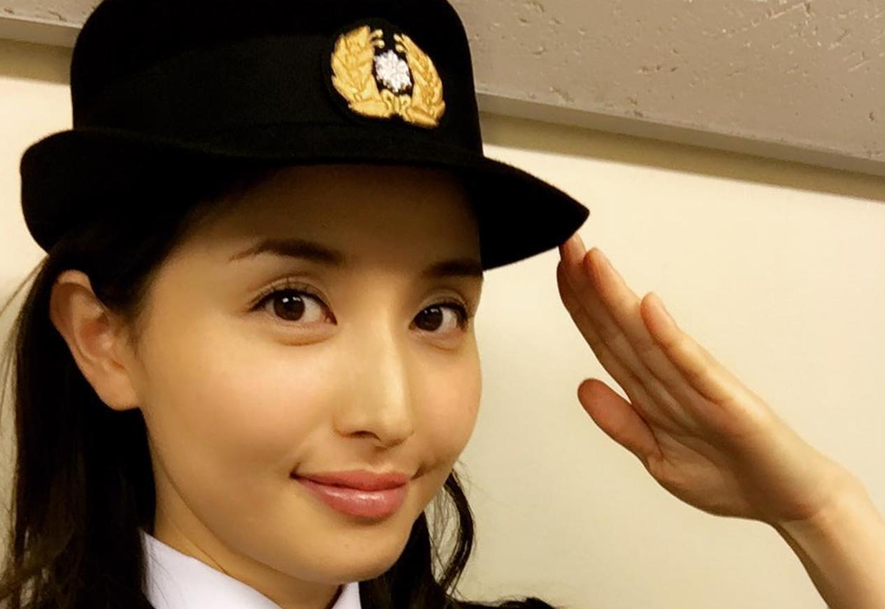 【何故】橋本マナミが一日消防署長でインスタに超可愛い制服姿を投稿!しかし、この写真に非難殺到!?あなたは分かりましたか!?