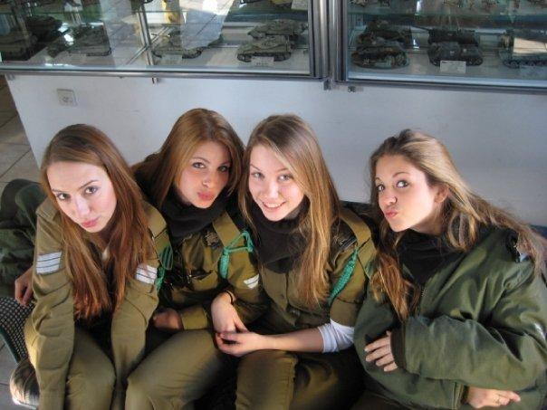 【イスラエル発!美しすぎる女性兵士】制服姿と水着姿、あなたはどちらが好み!?