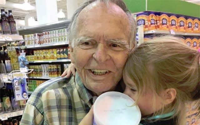 「私ね、お誕生日なの!」4歳の女の子が、見知らぬおじいさんに声をかけたら