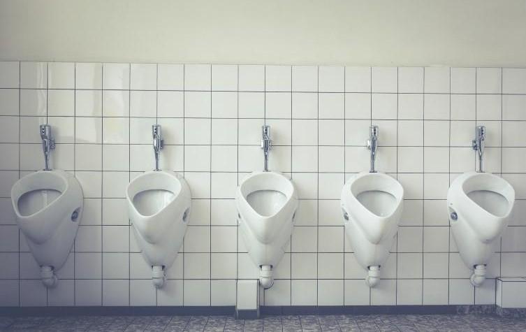 【驚愕】嫁『トイレいく』俺『へ?部屋の使えば?』嫁『恥ずかしいw』⇒ハネムーン中、何度も消える嫁を追ってみると非常口で・・・
