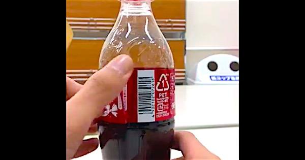 コカ・コーラのラベルに施された「スゴすぎる仕掛け」を皆さんは知っていますか?
