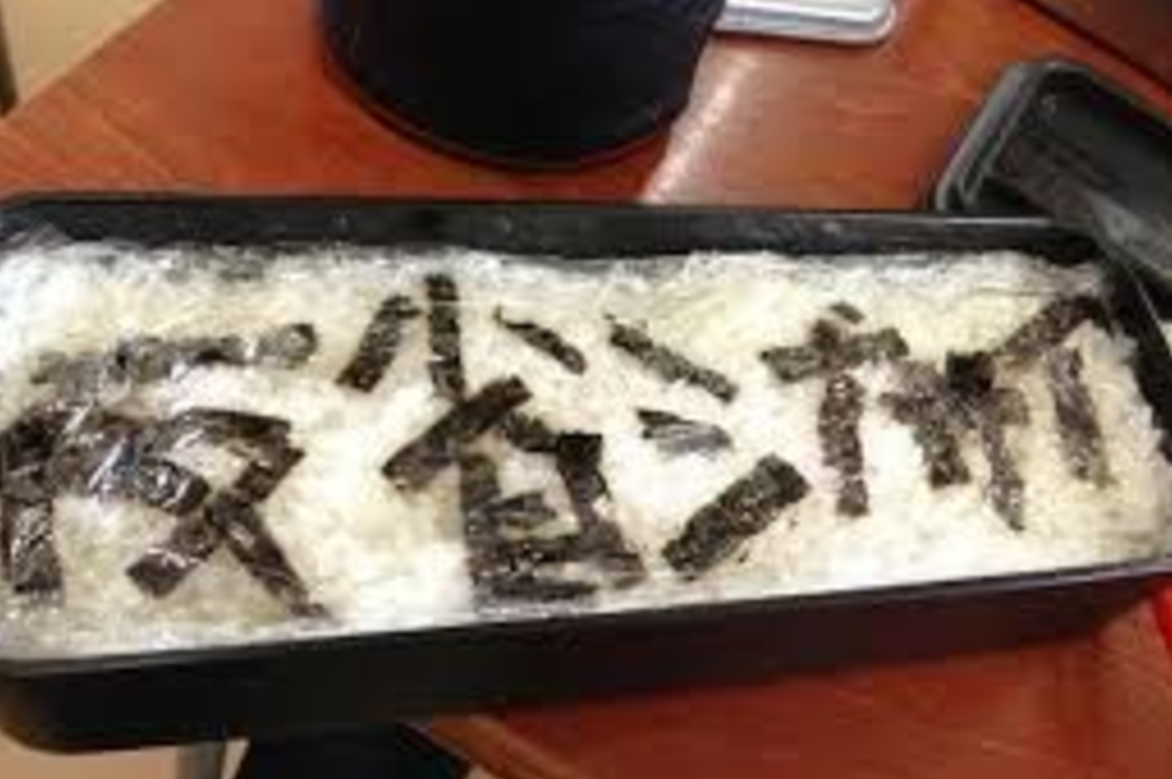 【腹筋崩壊】 日本のお母さんの手作り弁当がユーモアに溢れすぎ…自己主張が強すぎて食べるのが申し訳ないとSNSで話題!!!