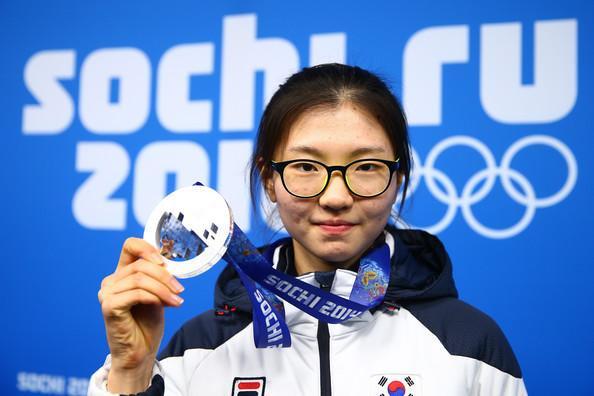 【嘘だろ!?】冴えない韓国スケート選手「奇跡の変身で超絶な美人になったと話題に」