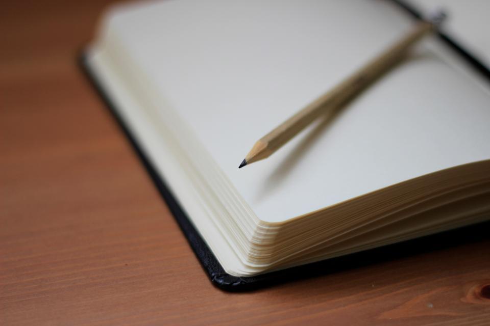 【※涙腺崩壊】いじめを受けて自殺した娘の日記を見つけてしまった母親。最後のページにはいじめの犯人が書いてあり・・・