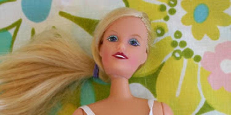 【お腹から赤ちゃん!?】発売中止になったバービー人形がリアルすぎる!