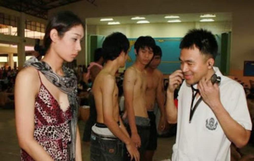 【衝撃】タイの徴兵検査はニューハーフも参加義務あり・・・つまり会場はこんなことになる!!
