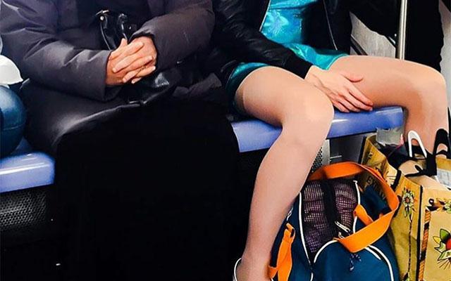 「差別してる人は見て!!」地下鉄で撮影された胸に刺さる1枚の写真