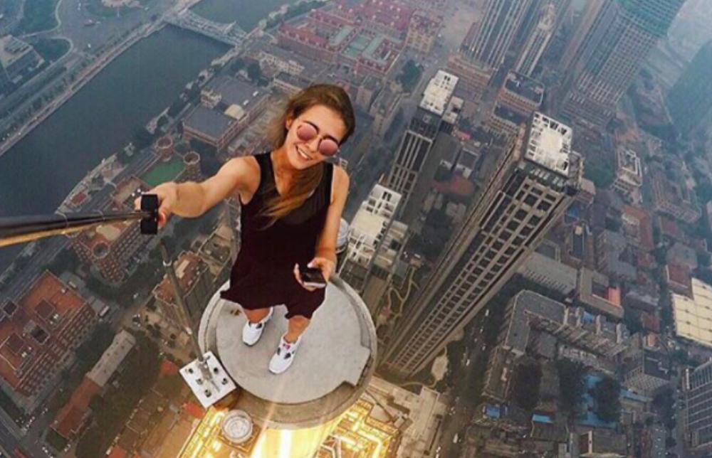 【※必見】12歳の女の子が携帯電話を取り出してカメラに微笑みかけた瞬間。彼女の人生は狂ってしまった・・・。