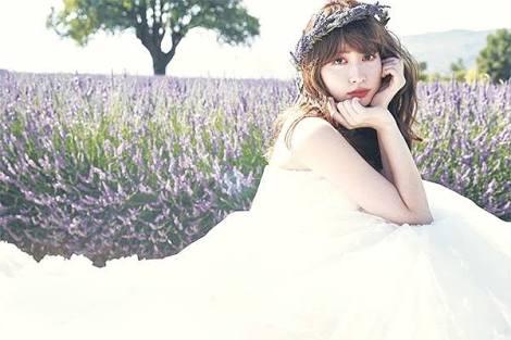 """【斬新】「お尻が少し…」AKB48を卒業したばかりの""""あの美女""""が着こなす斬新ファッションに釘付け!"""