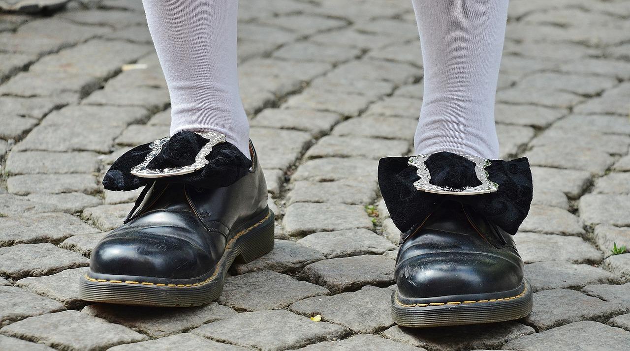 shoes-365385_1280