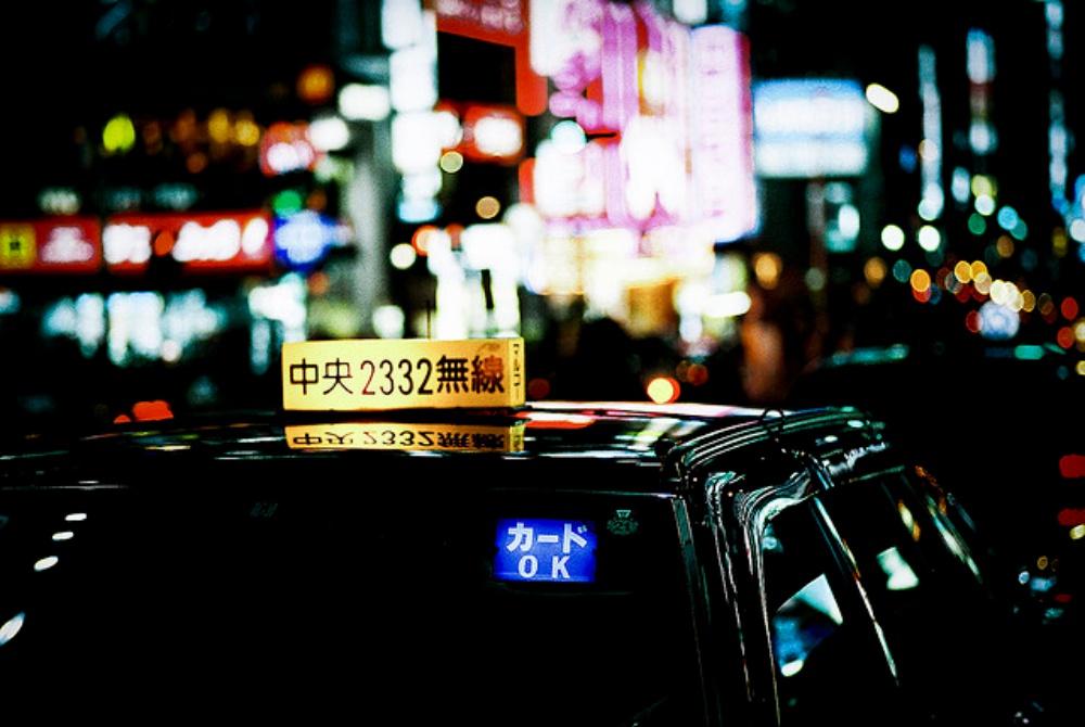 【戦慄】深夜タクシーから降りようとしたら運転手が「今降りたらヤバいよ」外を見ると背筋が凍りついた・・・