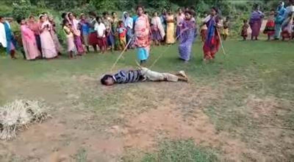 【閲覧注意】多発する性犯罪に女性の怒りが爆発!インドで8歳女児をレイプ殺害した男を集団リンチで処刑!!