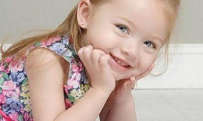 【感動する話】8歳の少女が弟の重い病気を治そうと薬局へ。彼女が「望むモノ」を聞いた薬剤師は?少女の熱意が奇跡を起こした実話!