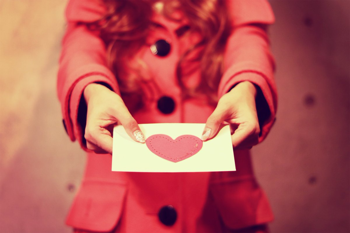 【驚愕】電車で前の女性から突然渡された紙切れ。もしやラブレター!?と思いきや。。。