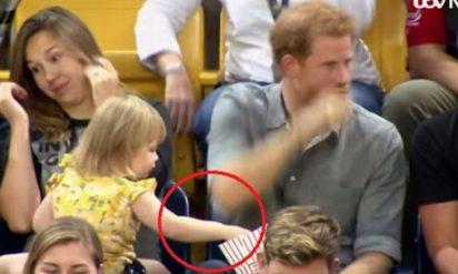 【神対応】ヘンリー王子のポップコーンを盗み食いする少女!そのことに気づいた王子の反応は?