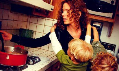 【必見】夜中の3時、3歳児のゲロを掃除する彼氏。7年後、母親が認めた事実が鳥肌モノだった‥