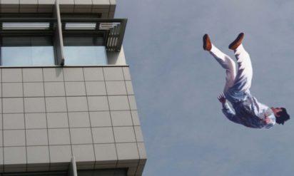 飛び降り自殺寸前に SNSに投稿された画像が話題に‥