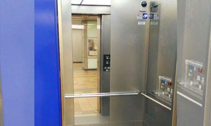 【衝撃】80%以上の大人がわかっていなかった!エレベーターに鏡がある理由とは?