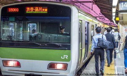 電車内で「男性ではなく女性の隣に座る理由」→男女ともに共感の声が!