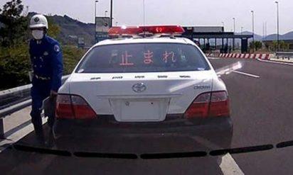 【衝撃】熱を出した娘を病院に連れて行く途中、警察に車を止められた。次の瞬間、警察が投げかけた衝撃の言葉とは!