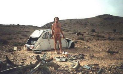 サハラ砂漠のど真ん中で車が故障して動けなくなった男性がわずか12日間で作り上げたものに驚愕!!