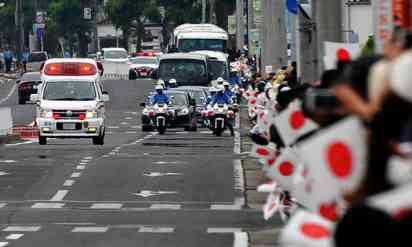 天皇陛下の御車列に、サイレンを鳴らす救急車が接近!その後の展開に「素晴らしい!」の声…